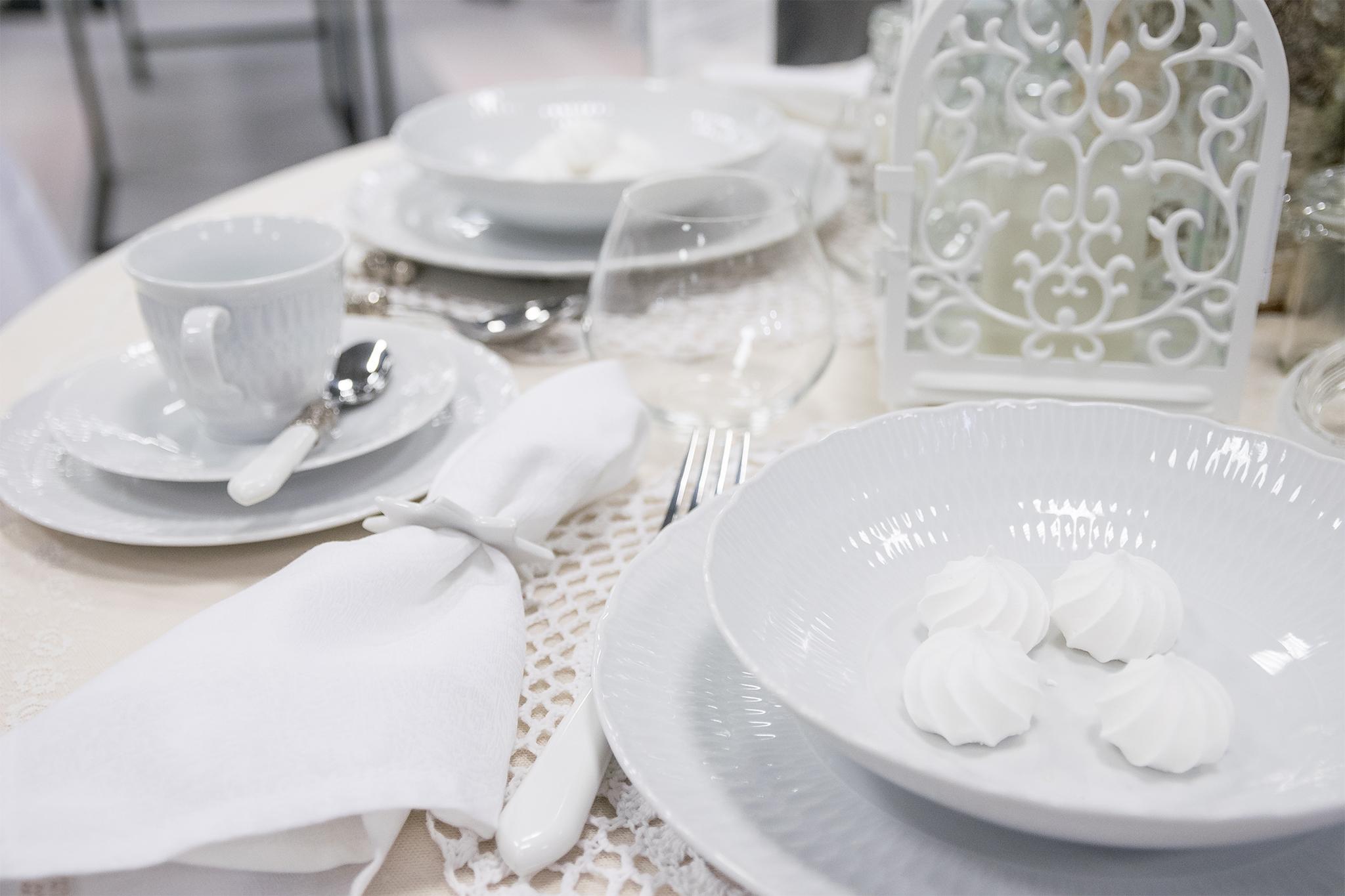 e6e145ae Sofia middagsservise til 12 pers. 43 deler – Perler av Salong